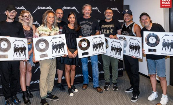 """Metallica a primit discul de platină pentru vânzările albumului """"Hardwired… to Self-Destruct"""" în România"""