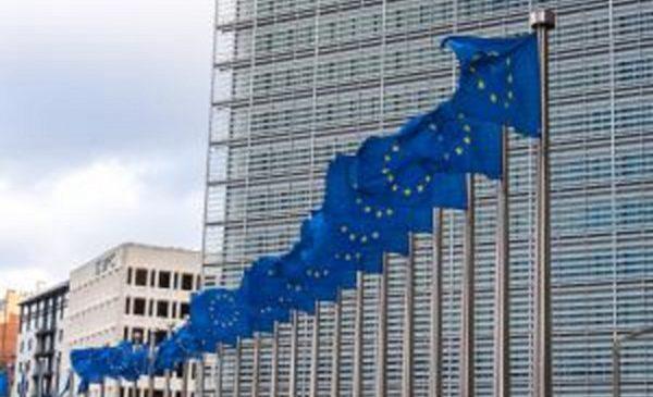 Eurobarometru de primăvară 2019: 60% dintre români au o imagine pozitivă despre UE, față de 44% media europeană