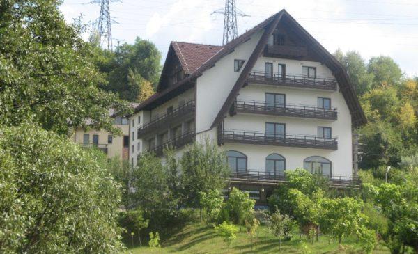 AQVILA CLUB**** din RUCĂR a devenit primul şi singurul complex turistic din România afiliat la Organizaţia Mondială a Turismului, agenţie a Naţiunilor Unite (UNWTO)