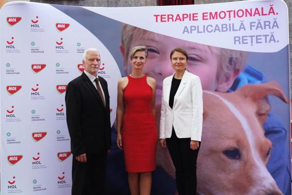 Camelia Ene - CEO MOL România (D); Erika Weisz - Hors Emotion (C); Andras Imre - Fundația pentru Comunitate (S)