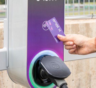 Enel X se alătură proiectului Hubject, o rețea globală cu peste 200.000 de puncte de încărcare a mașinilor electrice