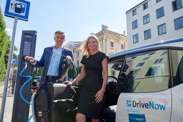 Peter Schwarzenbauer, Member of the Board of Management of BMW AG, Transformation, Electromobility and Stephanie Jacobs, Environmental Officer for the City of Munich