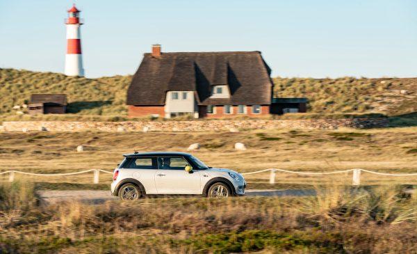 Plăcerea condusului electric pe Coasta Mării Nordului: Moin*, MINI
