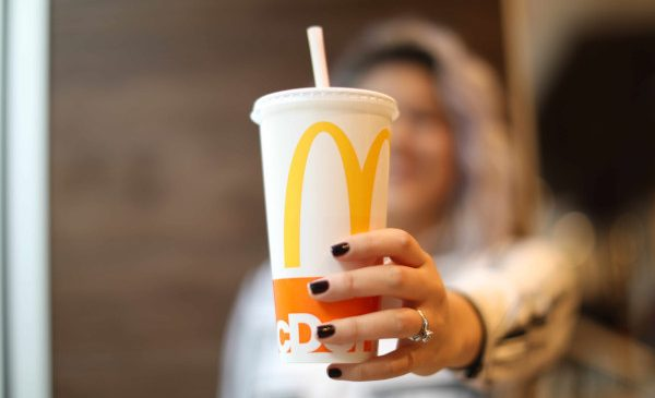 McDonald's testează alternative la paiele de plastic