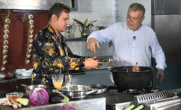 """Începe un nou sezon """"Politică şi delicateţuri"""" la TVR 1"""
