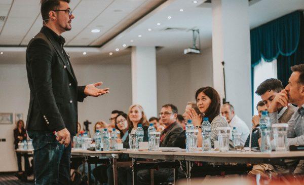 """Investiția în educația antreprenorială poate face diferența între succes și eșec, potrivit studiului """"Românii despre antreprenoriat"""""""