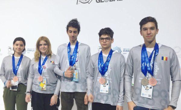Două medalii pentru România la competiția mondială de robotică FIRST Global Challenge