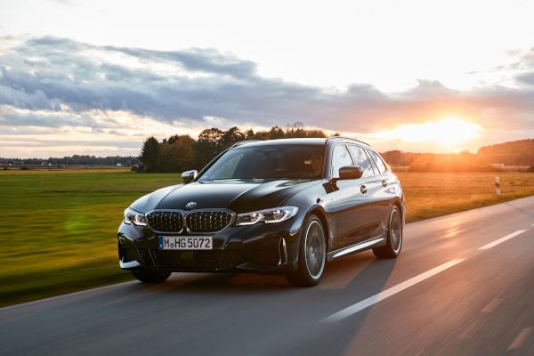 The new BMW M340i xDrive Touring, Black Sapphire metallic
