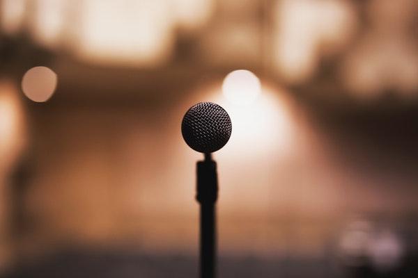 vorbit in public