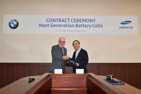 Ceremony on the occasion of the signing of a long-term supply contract between the BMW Group and Samsung SDI on 20th November 2019 in Cheonan, Korea, with Dr. Andreas Wendt, member of the Board of Management of BMW AG, responsible for Purchasing and Supplier Network of the BMW AG and Young-Hyun Jun, CEO of Samsung SDI Co. Ltd