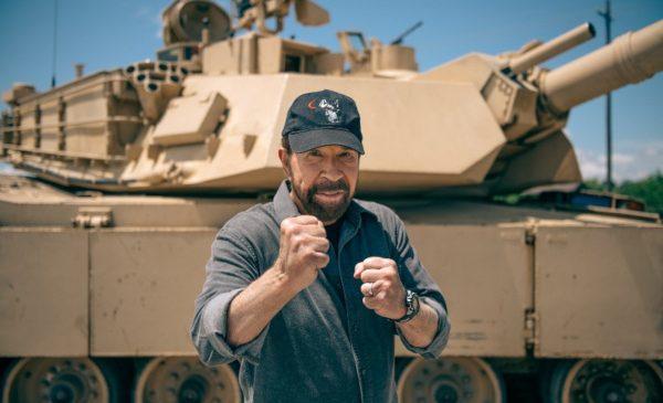 """Chuck Norris și David Hasselhoff sunt protagoniștii seriei de emisiuni auto """"Garajul Legendelor"""", transmisă de HISTORY"""