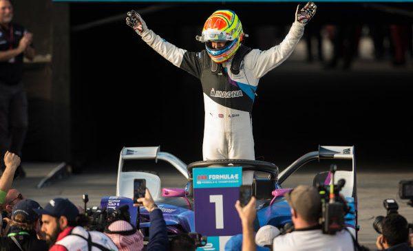 BMW i Andretti Motorsport câştigă la Diriyah – Alexander Sims obţine prima sa victorie