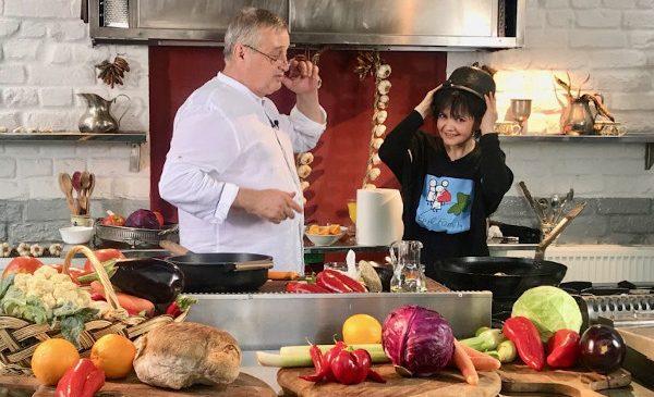 Dorina Chiriac, o prezenţă delicată în bucătăria lui Mircea Dinescu