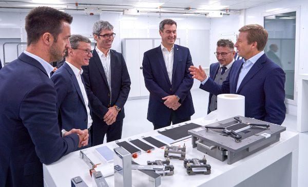 De la alegerea materialelor la construcţia prototipului: tehnologia celulelor de baterii a viitorului ia formă la Centrul de Competenţă pentru Celule de Baterii al BMW Group