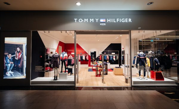 Tommy Hilfiger deschide un nou magazin Tommy Kids în centrul comercial Iulius Mall din Cluj