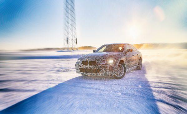 Noul BMW i4: primele detalii despre viitorul plăcerii de a conduce electric