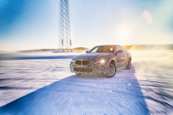 The BMW i4 undergoes winter trial tests