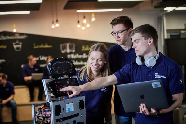 BMW Group Vocational Training goes digital
