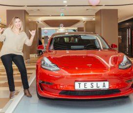 București Mall-Vitan a premiat câștigătorul mașinii electrice Tesla Model 3