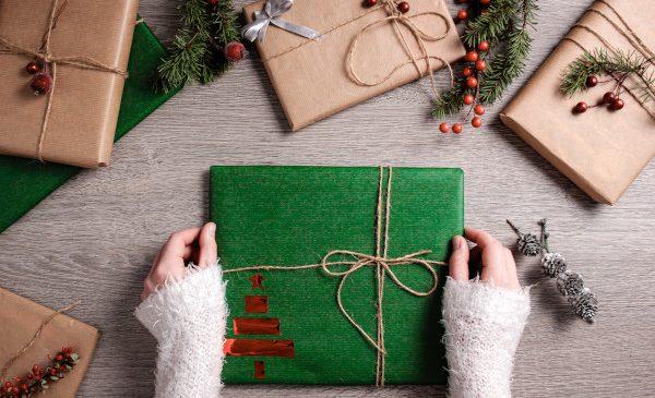 Românii dăruiesc cărți: cele mai vândute titluri ale lunii decembrie pe Libris.ro