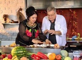 Poveşti moldoveneşti cu cântec în bucătăria lui Dinescu