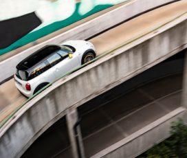 """""""The E-talian Job"""": evadare în mod sustenabil din viaţa de zi cu zi cu noul MINI Cooper SE"""