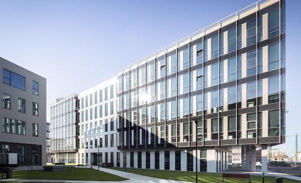 Alukönigstahl România furnizează pentru Coresi Business Campus sisteme pentru ferestre și pereți cortină din aluminiu