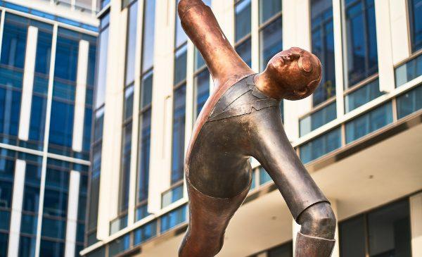 Portland Trust a inaugurat Aviatorii, o statuie de bronz de 4 metri, simbol al proiectului Expo Business Park din București