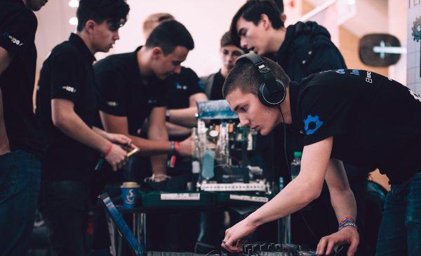 Debutul noului sezol al competiției de robotică BRD FIRST Tech Challenge Romania are loc la Cluj-Napoca, odată cu prima regională de calificare