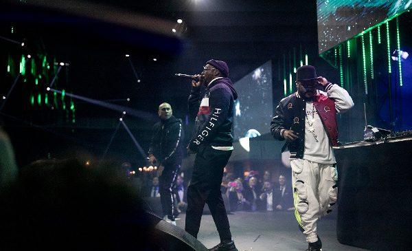 Black Eyed Peas au purtat Tommy Hilfiger