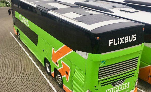 FlixBus începe un nou proiect pilot: autocar echipat cu panouri solare pentru a reduce emisiile de CO2