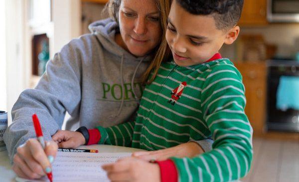 UNICEF și OIM: Familiile celor care lucrează au nevoie de mai mult sprijin pe măsură ce COVID-19 ia amploare