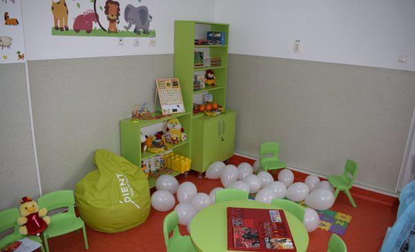 ADIENT TRIM Piteşti amenajează camera de joacă a Spitalului de Pediatrie din oraş şi aduce zâmbetul pe chipul copiilor internaţi