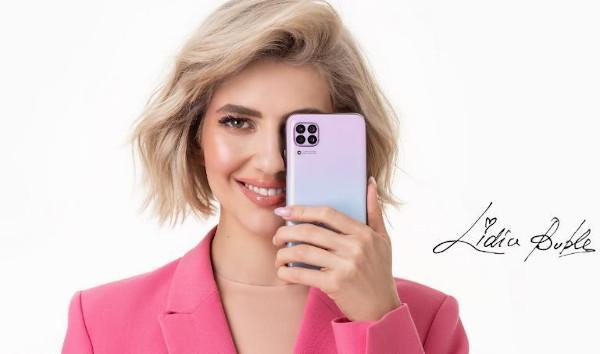 Lidia Buble, imaginea noului Huawei P40 lite