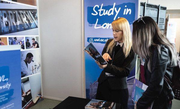 Facultatea în UK după Brexit? Tinerii români care vor să studieze în Marea Britanie găsesc la RIUF oportunitățile care îi susțin
