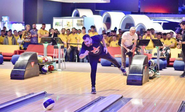 Pasionaţii de FIFA, biliard şi bowling s-au întâlnit la MaxFun în Băneasa Shopping City, la a III-a ediție Triathlon Arena