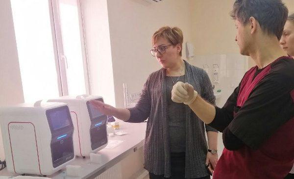 Donația OMV Petrom de 1 milion de euro a fost utilizata pentru achiziția a 10 echipamente iPonatic și a 300 de kit-uri de testare pentru diagnosticare rapidă Covid19