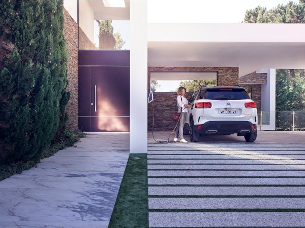 Citroen C5 Aircross SUV Hybrid 2