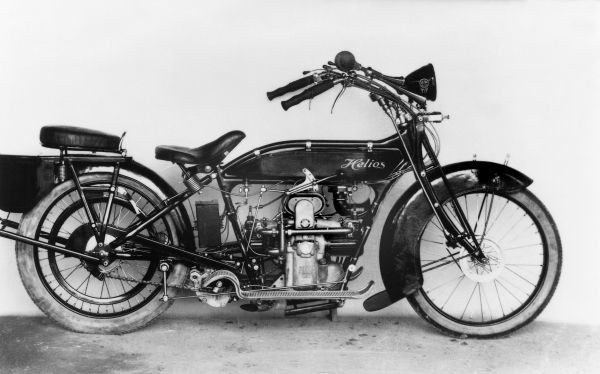Helios motorcycle with M2 B15 Bavaria engine - copyright BMW Group Archive