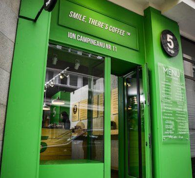 Lanțul de cafenele 5 to go se redeschide pe 5 mai și face cinste cu cafea până la finalul anului