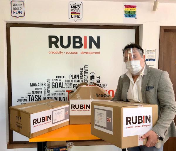 Rubin 2000 viziere pe care le doneaza