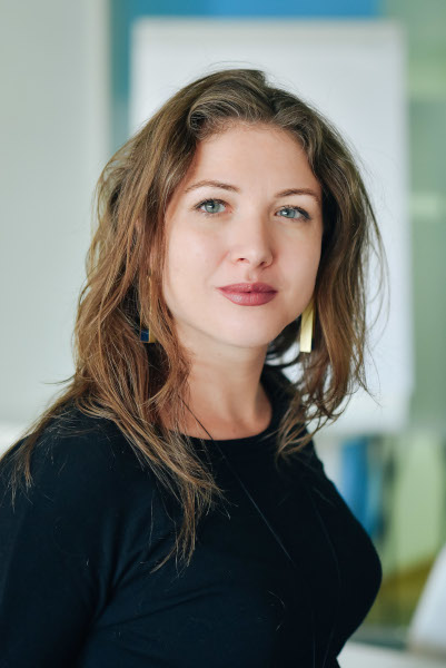 Diana Fejer, Senior Managing Associate