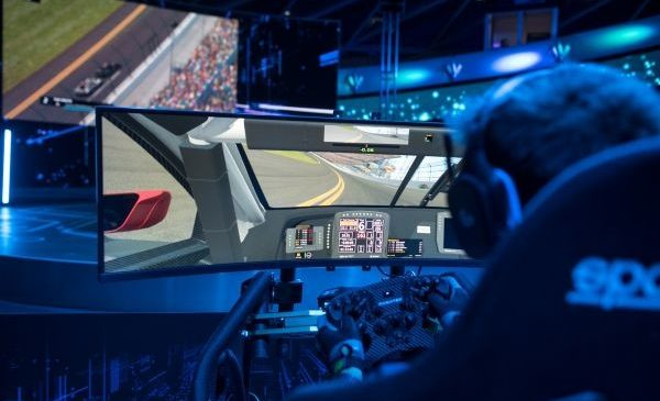 Hardware pentru sim racing: piloţii BMW despre diferenţele între echipamentul de bază şi cel de ultimă generaţie