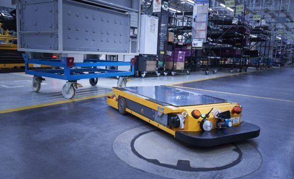BMW Group face roboţii de logistică mai rapizi şi mai inteligenţi