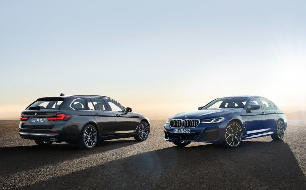 The new BMW 530e xDrive Sedan, Phytonic blue metallic, M Sport package, and the new BMW 530i Touring, Sophisto grey metallic