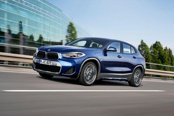 The new BMW X2 xDrive25e, Phytonic Blue Metallic, Rim 19″ Styling 722 M