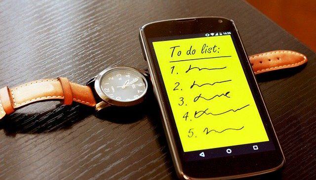 Sfaturi pentru a vă gestiona timpul mai bine şi a elimina sentimentul de copleşire la serviciu
