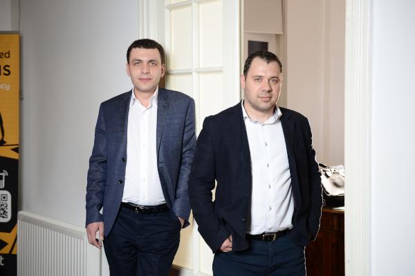 Adrian Ichim și Adrian Apostol, Fondatori Ideologiq
