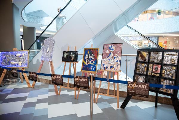 Expozitie cu tablouri din doze de aluminiu 2