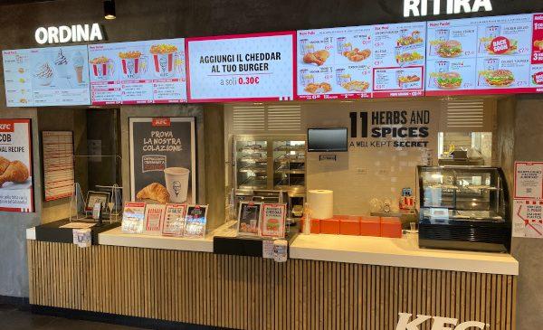 După o serie de noi deschideri în plan local, Sphera Franchise Group continuă extinderea rețelei KFC la nivel internațional, în Italia